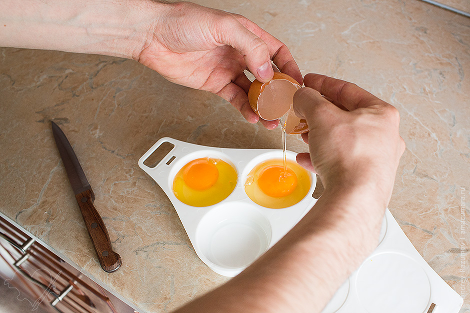 Как сварить яйцо в микроволновке
