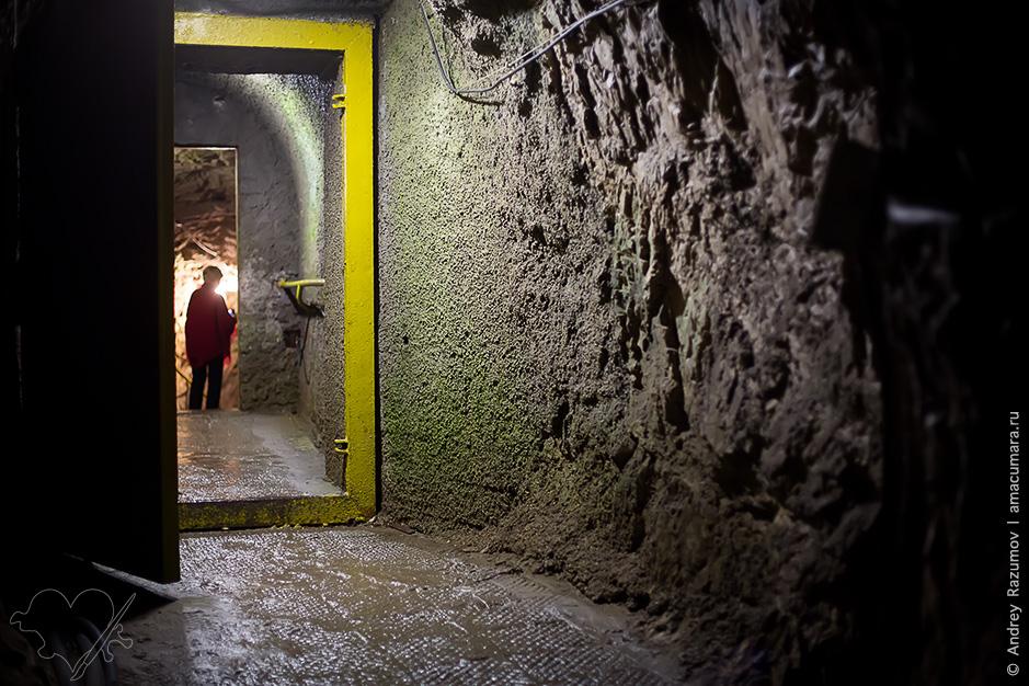 Метро в Новоафонской пещере в Абхазии